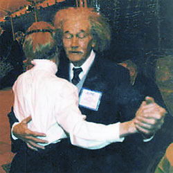 gala01.jpg - 31487 Bytes 'Albert Einstein' takes a turn with 'Marie Curie' during the APS gala celebration at the Fernbank Museum.