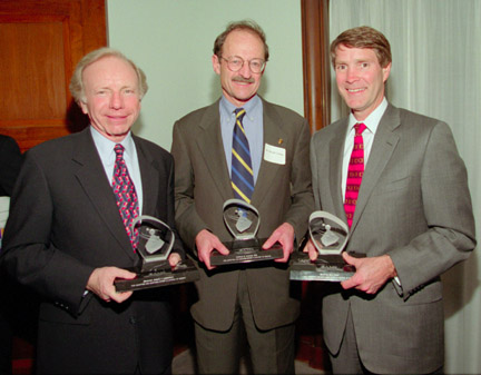 (Left to right) Awardees Senator Joseph Lieberman (D-CT), Dr. Harold Varmus, and Senator Bill Frist (R-TN). Photo credit: Copyright 2000 Robert Visser