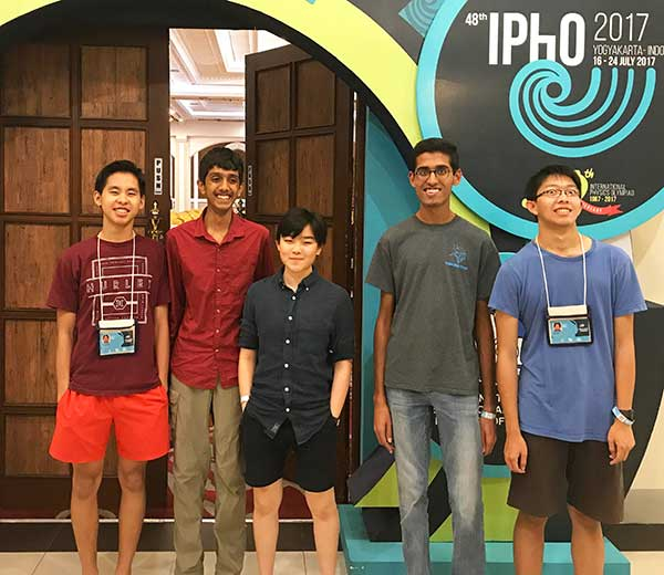 Travelers at IPhO 2017